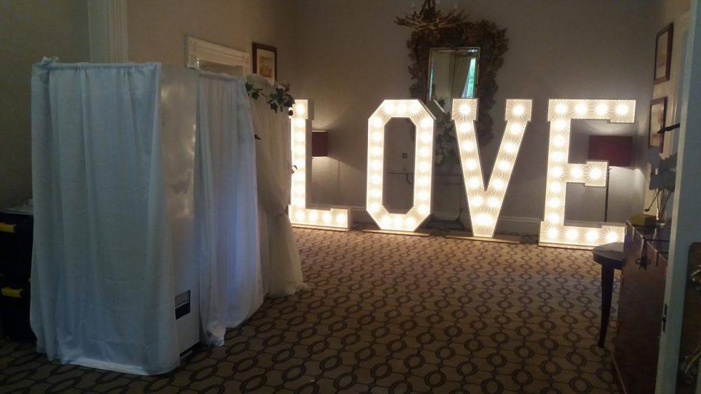 Vintage Wedding Photo Booth
